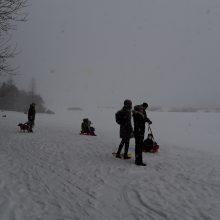 Žiemos pramogos Lampėdžiuose: nuo slidinėjimo iki atvėsimo ežero eketėje