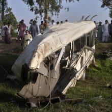 Pakistane susidūrus traukiniui ir mikroautobusui su piligrimais žuvo 22 žmonės