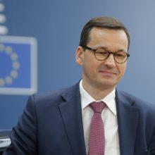 Lenkija planuoja jau šį mėnesį pradėti švelninti socialinės izoliacijos priemones