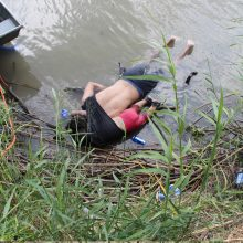 Nuskendusių migranto tėvo ir dukros nuotrauka sukėlė pasipiktinimą visame pasaulyje