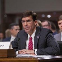 M. Esperis: JAV kariai ir šarvuočiai vyks saugoti Sirijos naftos telkinių