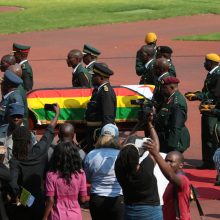 Buvęs Zimbabvės prezidentas R. Mugabe bus palaidotas tėviškėje