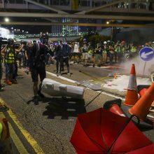 Honkongo policija panaudojo prieš protestuotojus vandens patrankas ir ašarines dujas