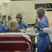 Jungtinėje Karalystėje nuo koronaviruso per parą mirė 533 žmonės