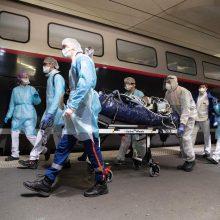 Prancūzijos gydytojų profsąjunga: šalyje užsikrėtę virusu gali būti 1,6 mln. žmonių