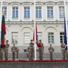 Sekmadienį vyksiančią vėliavų keitimo ceremoniją prie Prezidentūros atliks šauktiniai