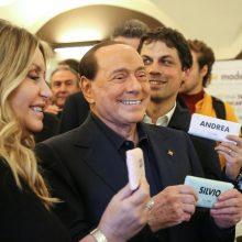 Koronavirusas nustatytas ir S. Berlusconio merginai bei dviem vaikams