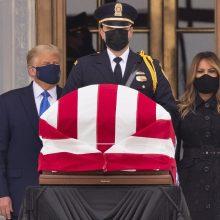 D. Trumpas atidavė paskutinę pagarbą mirusiai teisėjai R. B. Ginsburg