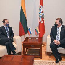 Po vizito į Baltijos šalis koronavirusas patvirtintas Slovėnijos diplomatijos vadovui