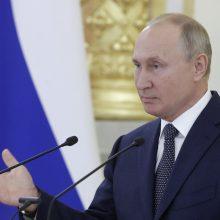 V. Putinas: Rusija žiūri į Armėniją ir Azerbaidžaną kaip į lygius partnerius