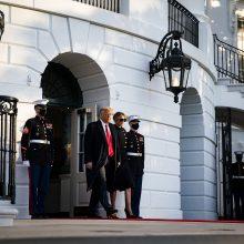 Buvęs JAV prezidentas D. Trumpas sugrįžo į namus Floridoje