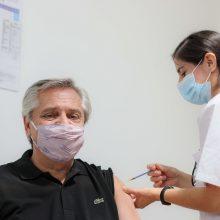 Argentinos prezidentas pasiskiepijo rusiška vakcina nuo koronaviruso