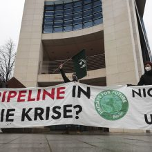 """Judėjimo """"Fridays for Future"""" aktyvistai Vokietijoje protestavo prieš dujotiekį """"Nord Stream 2"""""""