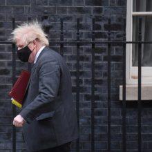B. Johnsonas ragina G7 šalis kartu kovoti su pandemija