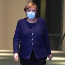 """A. Merkel viešai nesiskiepys """"AstraZeneca"""" vakcina"""