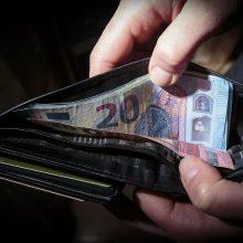 Kova su šešėliu: Seime – draudimas dienpinigius ir algas mokėti grynaisiais