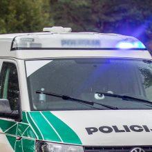 Dramatiškos girto vairuotojo gaudynės: automobilis nulėkė į griovį ir kelis kartus vertėsi