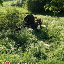 Plungės rajone žuvo apvirtusio traktoriaus vairuotojas
