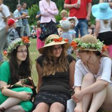 Į gegužinę – su skrybėlaitėmis