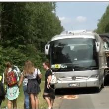 Į vaikų autobusą rėžėsi sunkvežimis
