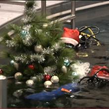 Klaipėdoje po vandeniu panardinta Kalėdų eglė