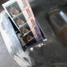 Kontrabandinius rūkalus baltarusis gabeno degalų bake