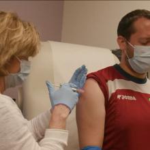 Kompanijos pristabdė vakcinos bandymus
