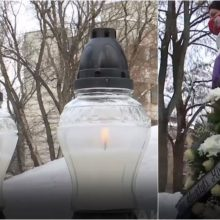 Smulkusis verslas protestavo su žvakėmis ir vainikais