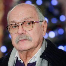Kino grandas N. Michalkovas pasiūlė atimti pilietybę pasisakantiems už sankcijas Rusijai
