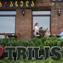 Sakartvele slopstant viruso grėsmei atidarytos kavinės ir prekybos centrai