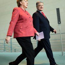 P. Porošenka po susitikimo su A. Merkel: sankcijos Rusijai būtinos