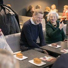 Vilniaus meras šnekučiavosi su senjorais prie kavos puodelio