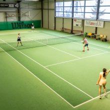 """""""Profesorių taurė"""" į teniso aikštynus įtraukė ir moteris"""