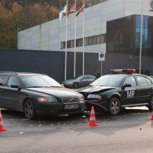Jonavos gatvėje į avariją pateko Karo policijos automobilis