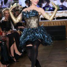 """Vilniuje parodyta naujausia dizainerio Liutauro Salasevičiaus kolekcija """"Madam pareis vėliau"""", kurios pristatyme dalyvavo daug garsių moterų."""