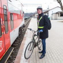 Į darbą Kaune traukiniu ir dviračiu riedantis A. Lašas: branginkime žmones