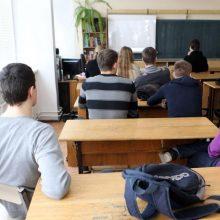 Nuo pirmadienio į klases grįžta abiturientai: COVID-19 testai jiems neprivalomi