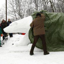 Lokiui Kasparui atminti – dvi dienas kurta sniego skulptūra