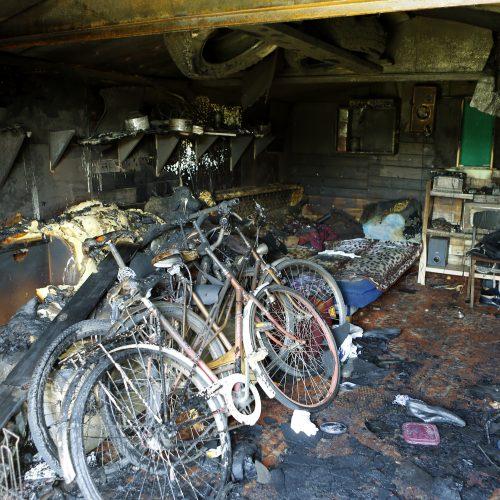 Gaisras metaliniame garaže  © Vytauto Petriko nuotr.
