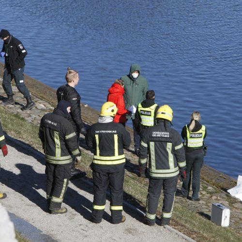 Klaipėdoje praeivis pastebėjo tvenkinyje plūduriuojantį skenduolį