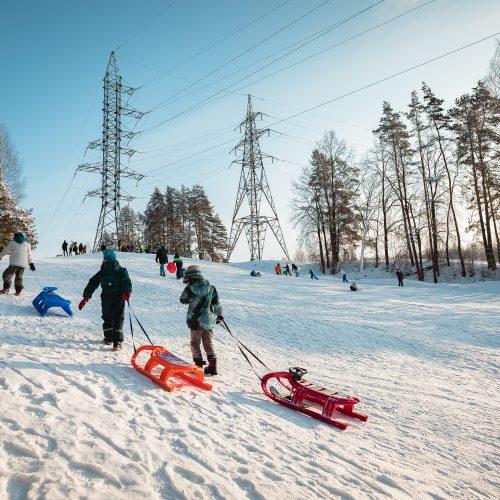 Kauniečiai ir toliau neatsispiria žiemos pramogoms