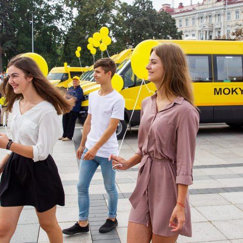 Nauji autobusiukai perduoti mokykloms