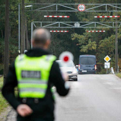 Prie geležinkelio pervažų – policijos akcija