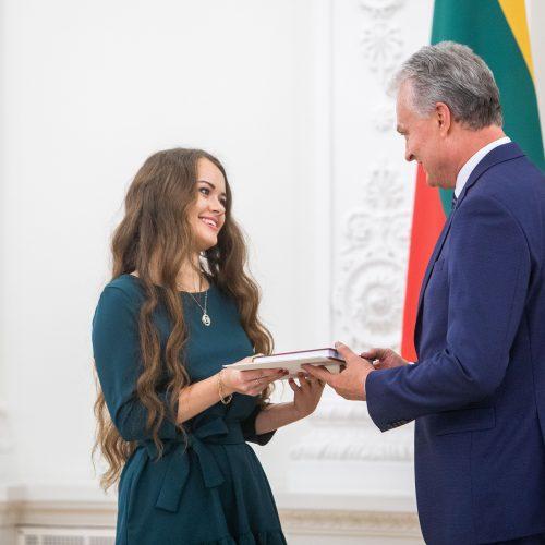 Konstitucijos egzamino nugalėtojų apdovanojimai