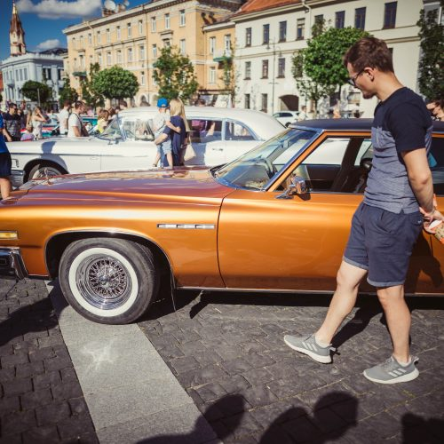 Senovinių amerikietiškų automobilių paroda Rotušės aikštėje  © I. Gelūno / Fotobanko nuotr.