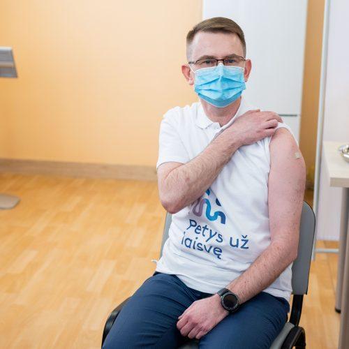 Ministras A. Dulkys skiepijosi nuo koronaviruso