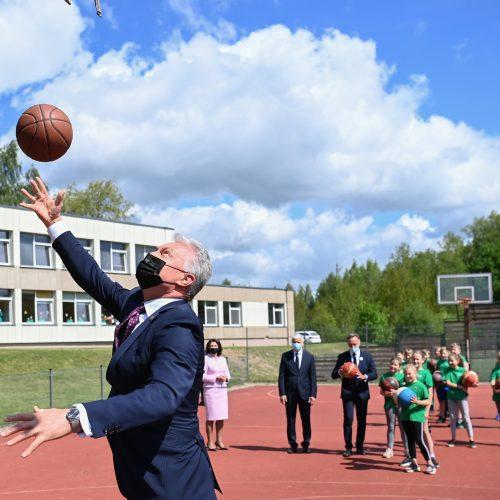Prezidento vizitas Dovilų pagrindinėje mokykloje