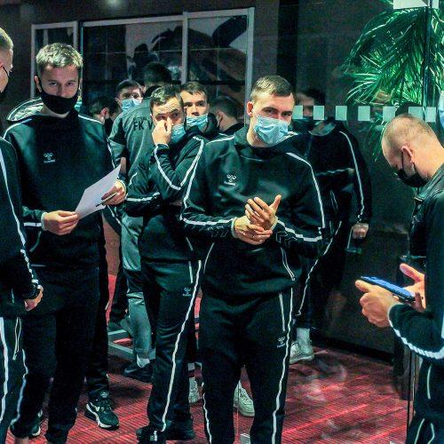"""COVID-19 testavimas atliekamas """"Vyčio"""" futbolininkams  © Evaldo Šemioto nuotr."""