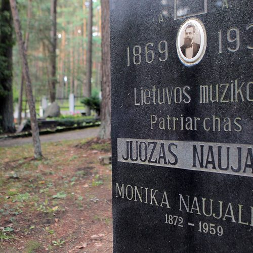 Fluxus Labas ekskursija po Petrašiūnų kapines
