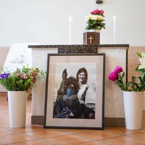 Atsisveikinimas su dailininke R. Kmieliauskaite